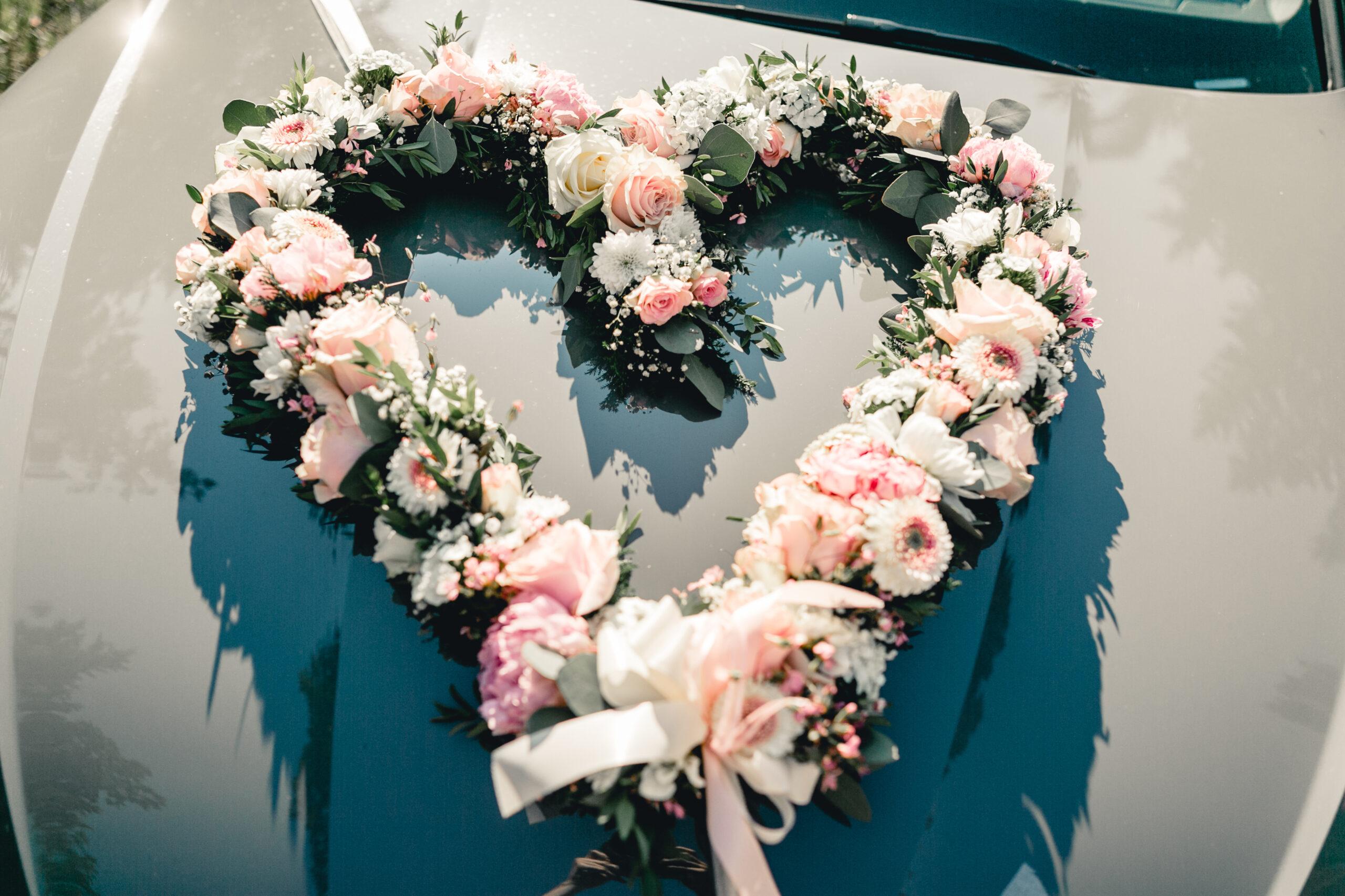 HeimArt Design Brautauto Hochzeitsauto Blumenherz Vintage Hochzeit Papeterie Kirschblüten