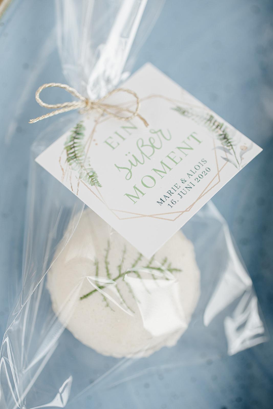 HeimArt Design Papeterie Chiemsee Hochzeit Greenery Wedding Anhänger Macaron Gastgeschenke Zuckeralm