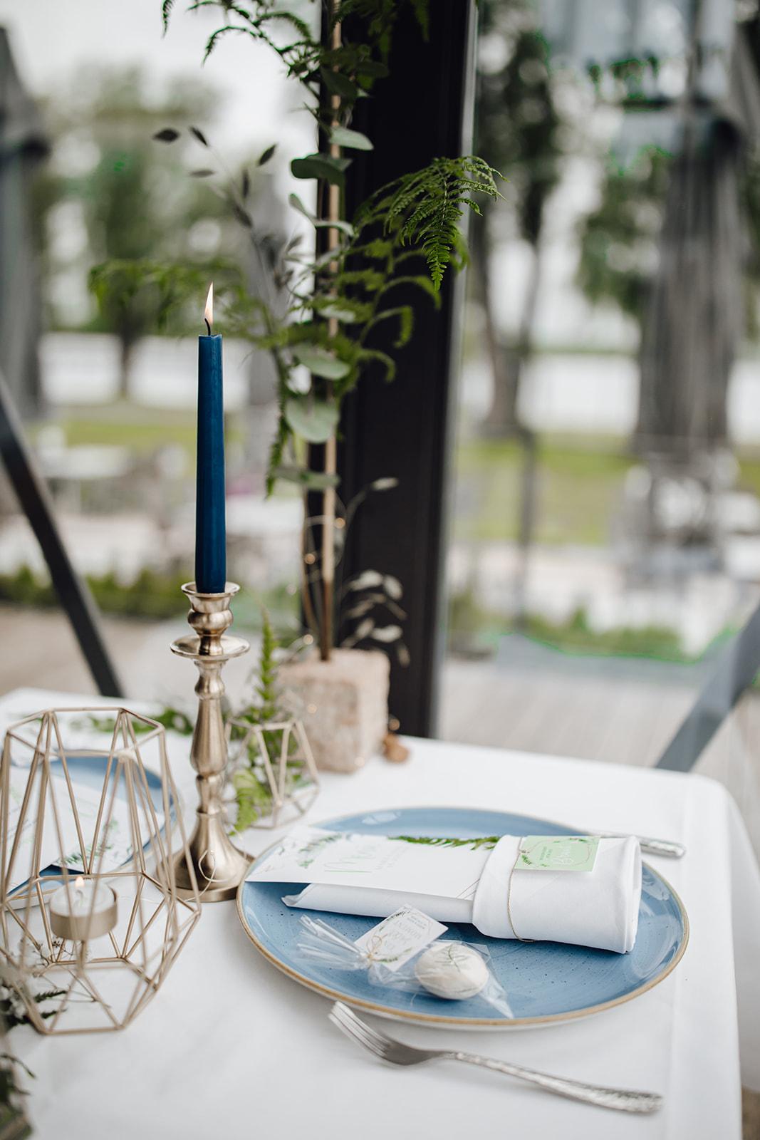 HeimArt Design Papeterie Chiemsee Hochzeit Greenery Wedding Tischdekoration Teller Menükarten Tischkarten Macaron Gastgeschenke